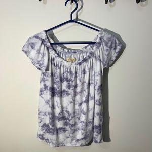 🌻3/20 HOLLISTER shirt size XS  bundle up to save